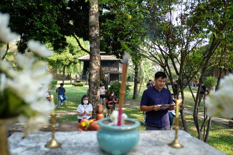 พิธีไหว้พระภูมิเจ้าที่และบอกกล่าววิญญาณผู้ปกปักษ์รักษาเรือนโบราณและหลองข้าวล้านนา เพื่อดำเนินงานโครงการ Conservation of Traditional Lanna Architecture in Chiang Mai ภายใต้ทุนรางวัล AFCP 2019–2021 (ระยะที่ 2)
