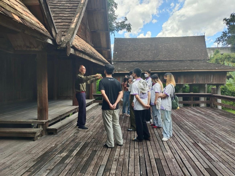นักศึกษาสาขาสถาปัตยกรรมไทย คณะวิจิตรศิลป์ เข้าศึกษาวิถีชีวิตและรูปแบบสถาปัตยกรรมเรือนโบราณล้านนา