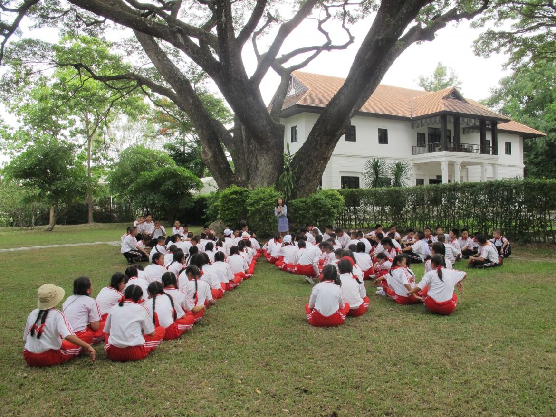 ให้การต้อนรับคณาจารย์และนักเรียนจากโรงเรียนดาราวิทยาลัย