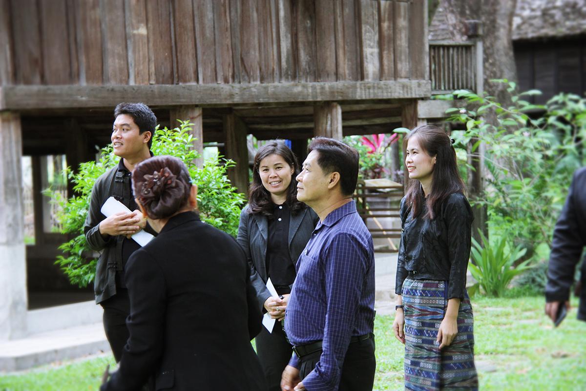 ผู้บริหารและบุคลากรจากศูนย์ศิลปวัฒนธรรม มหาวิทยาลัยแม่โจ้ ศึกษาดูงานด้านการจัดการศิลปวัฒนธรรม เมื่อวันที่ 3 สิงหาคม 2560