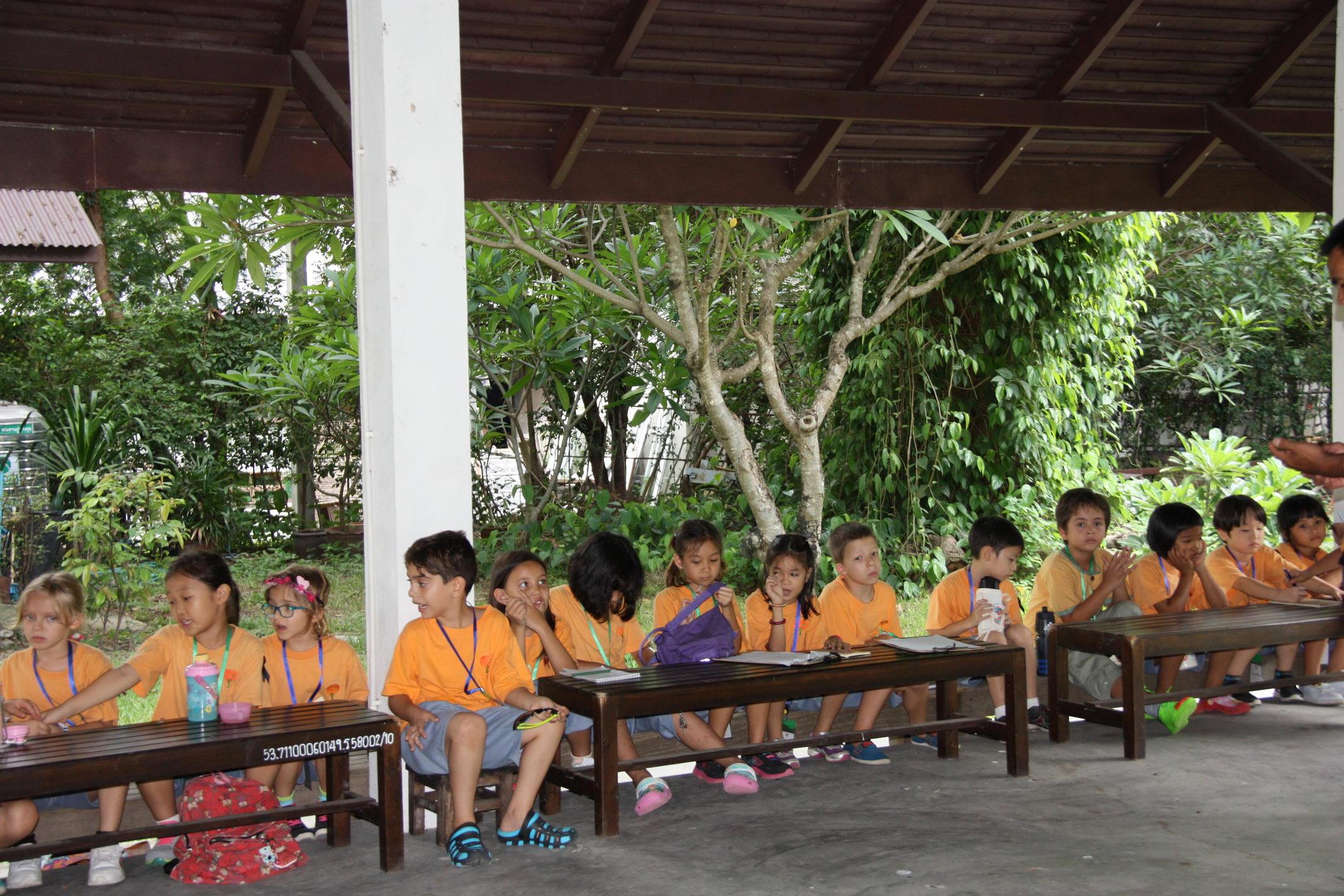 ให้การต้อนรับคณะครูและนักเรียนจากโรงเรียนนานาชาติปัญญาเด่น