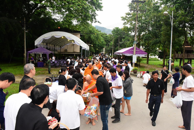 พิธีทำบุญตักบาตรเทโวโรหณะ มหาวิทยาลัยเชียงใหม่ ประจำปี 2560 ในวันศุกร์ที่ 6 ตุลาคม 2560 ณ ถนนสายวัฒนธรรม มช.