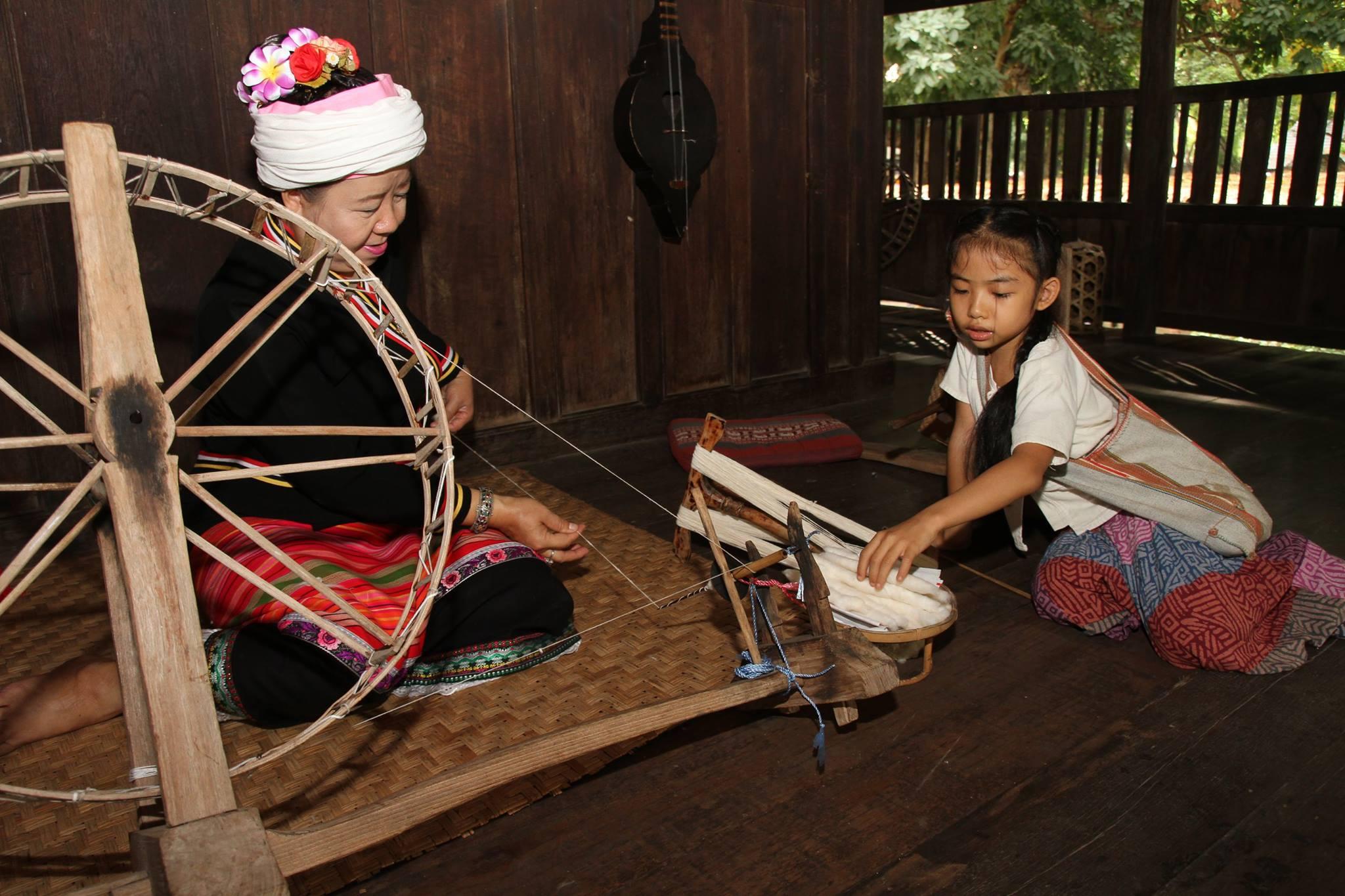 พิธีเปิดงานหมู่บ้านล้านนา : พิพิธภัณฑ์มีชีวิต วิถีชีวิตล้านนา และลานสรวงข่วงศิลป์
