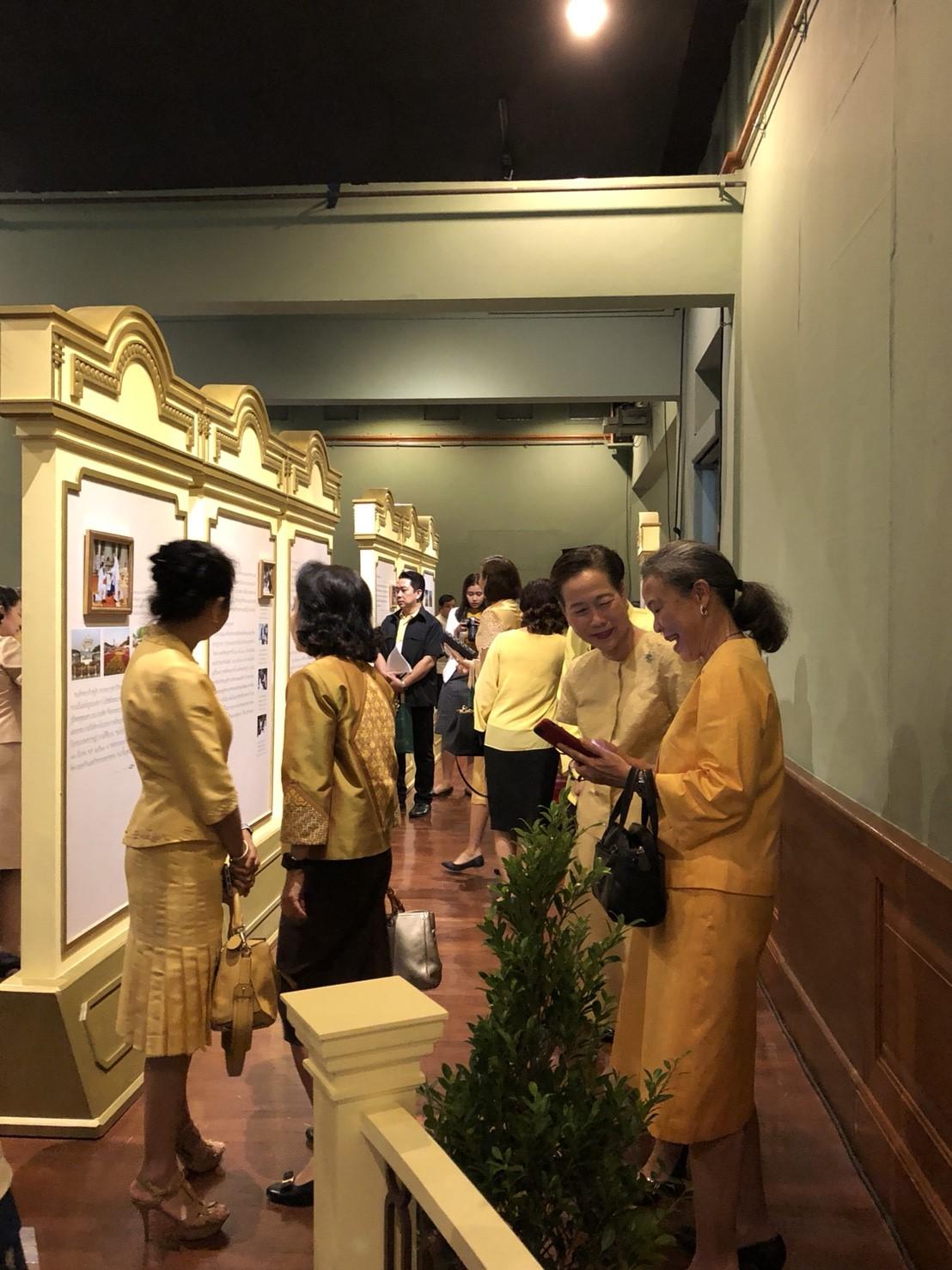 ร่วมพิธีเปิดนิทรรศการเฉลิมพระเกียรติสมเด็จพระเจ้าอยุ่หัวมหาวชิราลงกรณ บดินทรเทพยางกูร