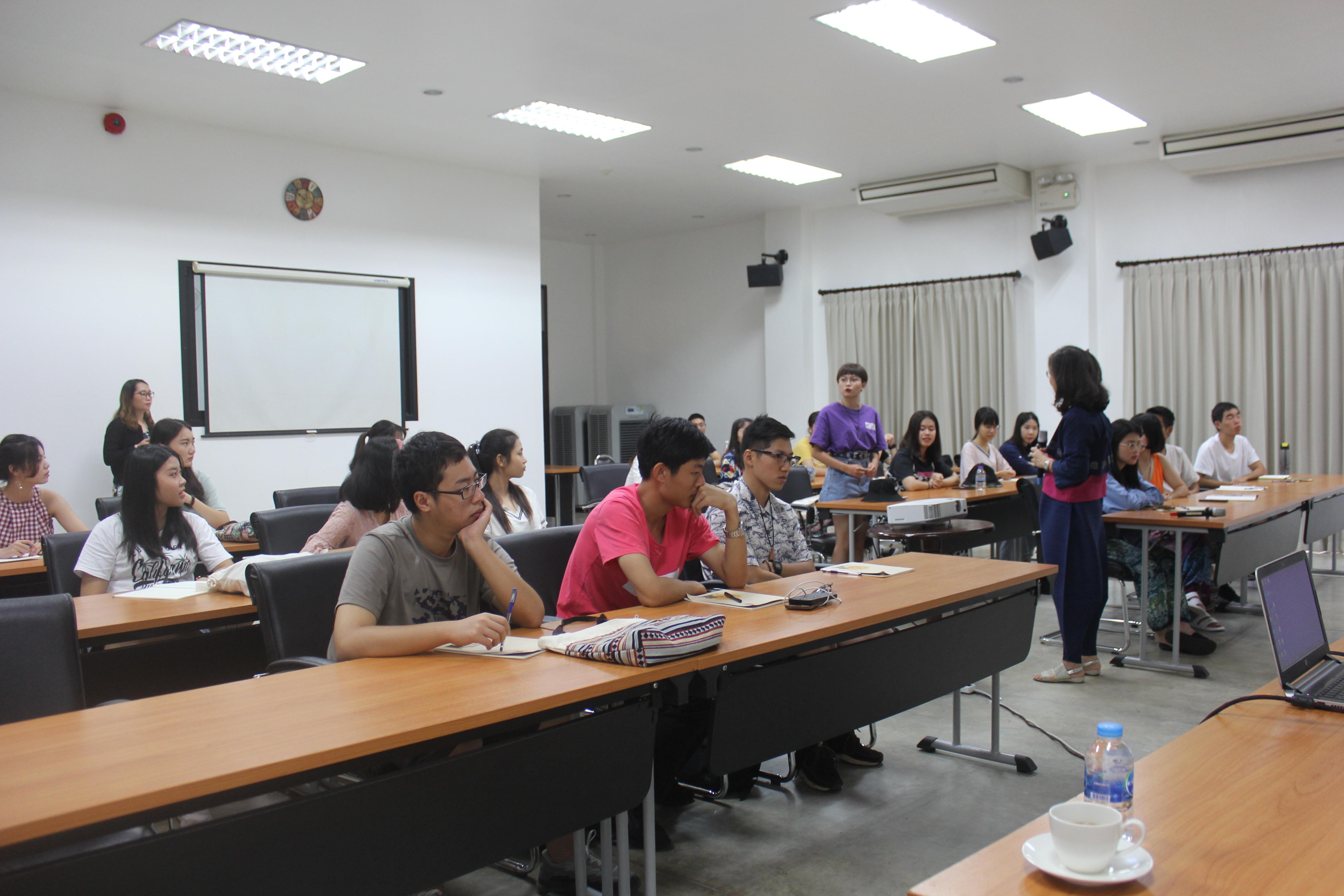 โครงการการจัดหลักสูตรด้านศิลปะล้านนาและวัฒนธรรมภายในมหาวิทยาลัยเชียงใหม่  (Lanna Arts and Cultural Inspection in CMU) แก่นักศึกษาและคณาจารย์ จากมหาวิทยาลัยกวางสีอาร์ต สาธารณรัฐประชาชนจีน