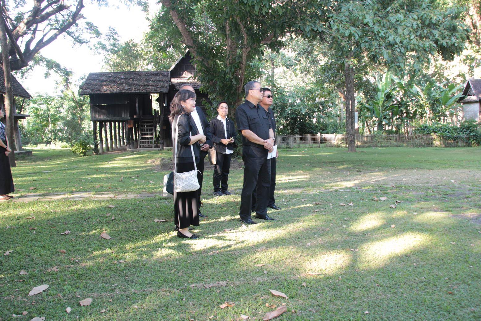 ให้การต้อนรับ ม.ร.ว.สุขุมพันธุ์ บริพัตร ประธานมูลนิธิจุมภฏ-พันธุ์ทิพย์ และคณะกรรมการมูลนิธิ เมื่อวันที่ 21 ตุลาคม 2559
