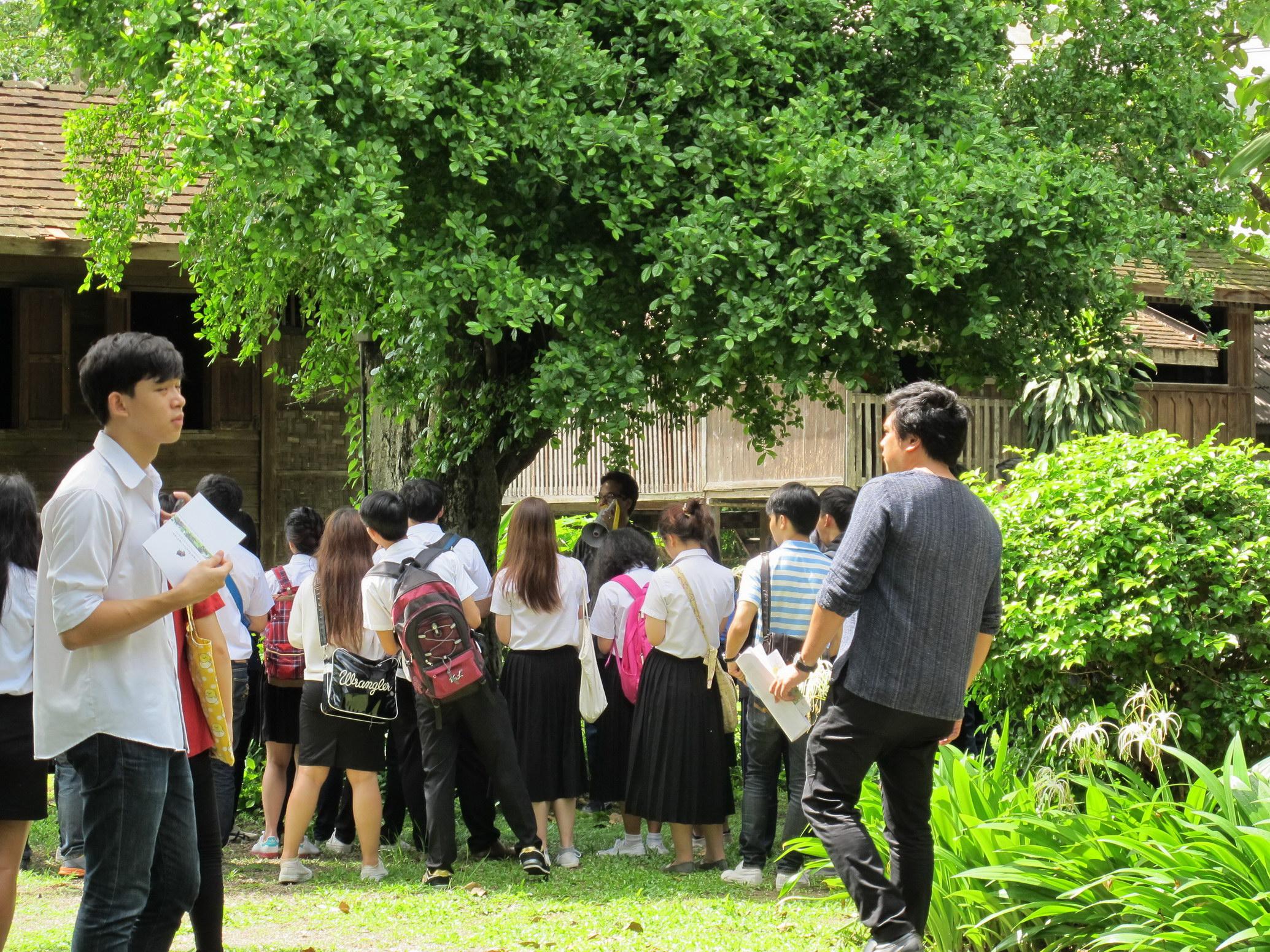ให้การต้อนรับคณาจารย์และนักศึกษาจากคณะสถาปัตยกรรม มหาวิทยาลัยเชียงใหม่