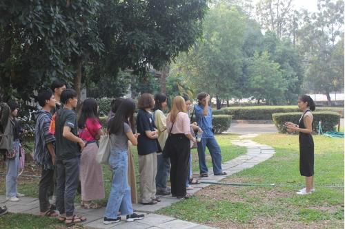 คณาจารย์และนักศึกษามหาวิทยาลัยศิลปากร เข้าทัศนศึกษาพิพิธภัณฑ์เรือนโบราณล้านนา