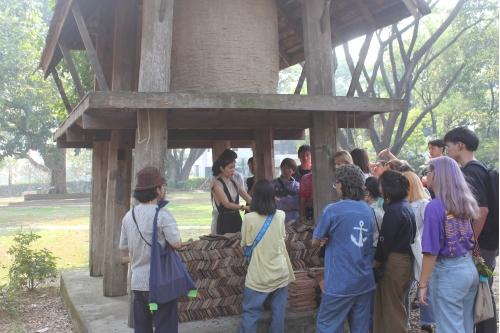คณาจารย์และนักศึกษาจากมหาวิทยาลัยศิลปากร เยี่ยมชมพิพิธภัณฑ์เรือนโบราณล้านนา มช.