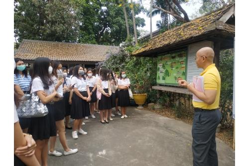 คณาจารย์และนักศึกษาจากคณะศึกษาศาสตร์ มช. เยี่ยมชมพิพิธภัณฑ์เรือนโบราณล้านนา มช.
