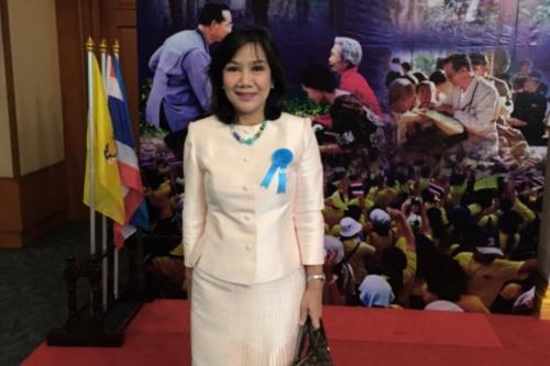 รับรางวัลเกียรติคุณบุคคลต้นแบบ แม่พิมพ์ดีเด่น สาขาผู้ส่งเสริมศิลปวัฒนธรรมไทยดีเด่น ประจำปี 2558