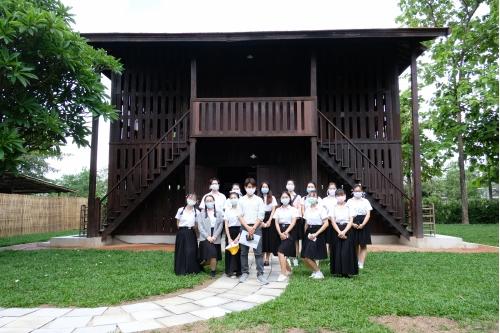 นักศึกษาจากมหาวิทยาลัยต้าหลี่ (Dali University) มณฑลยูนนาน สาธารณรัฐประชาชนจีน เข้าทัศนศึกษาพิพิธภัณฑ์เรือนโบราณล้านนา มช.