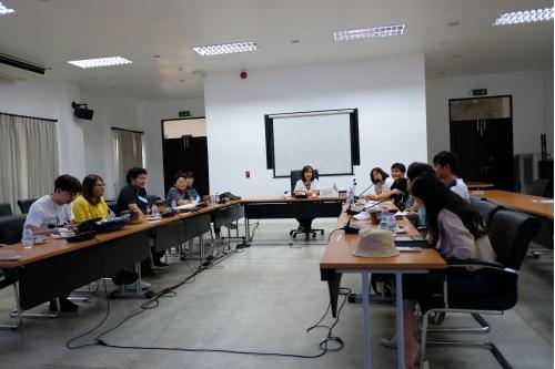 ให้การต้อนรับ อาจารย์ ดร.ปริยกร ปุสวิโร อาจารย์ประจำคณะวิศวกรรมศาสตร์ มหาวิทยาลัยเทคโนโลยีพระจอมเกล้าธนบุรี พร้อมทั้งคณะ