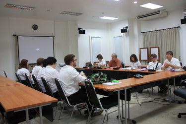 การบรรยายพิเศษ ในหัวข้อ Thai Art ให้แก่นักศึกษามหาวิทยาลัย Coe College ประเทศสหรัฐอเมริกา เมื่อวันที่ 5 กุมภาพันธ์ 2558
