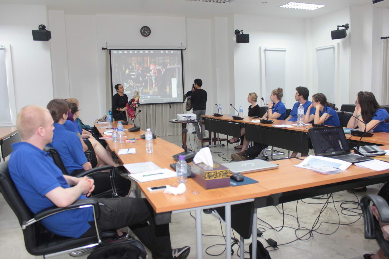 ผู้อำนวยการสำนักส่งเสริมศิลปวัฒนธรรม ให้เกียรติเป็นวิทยากรบรรยายในโครงการ SSU SE Asia Abroad-Fall 2016