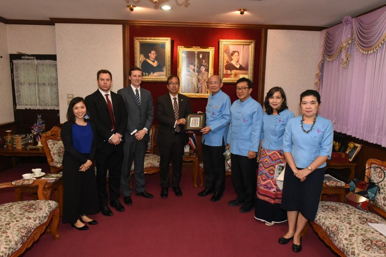 ร่วมให้การต้อนรับ นายไมเคิล ฮีธ อุปทูต รักษาการแทนเอกอัครราชทูต สถานเอกอัครราชทูตสหรัฐอเมริกา ประจำประเทศไทย และคณะ