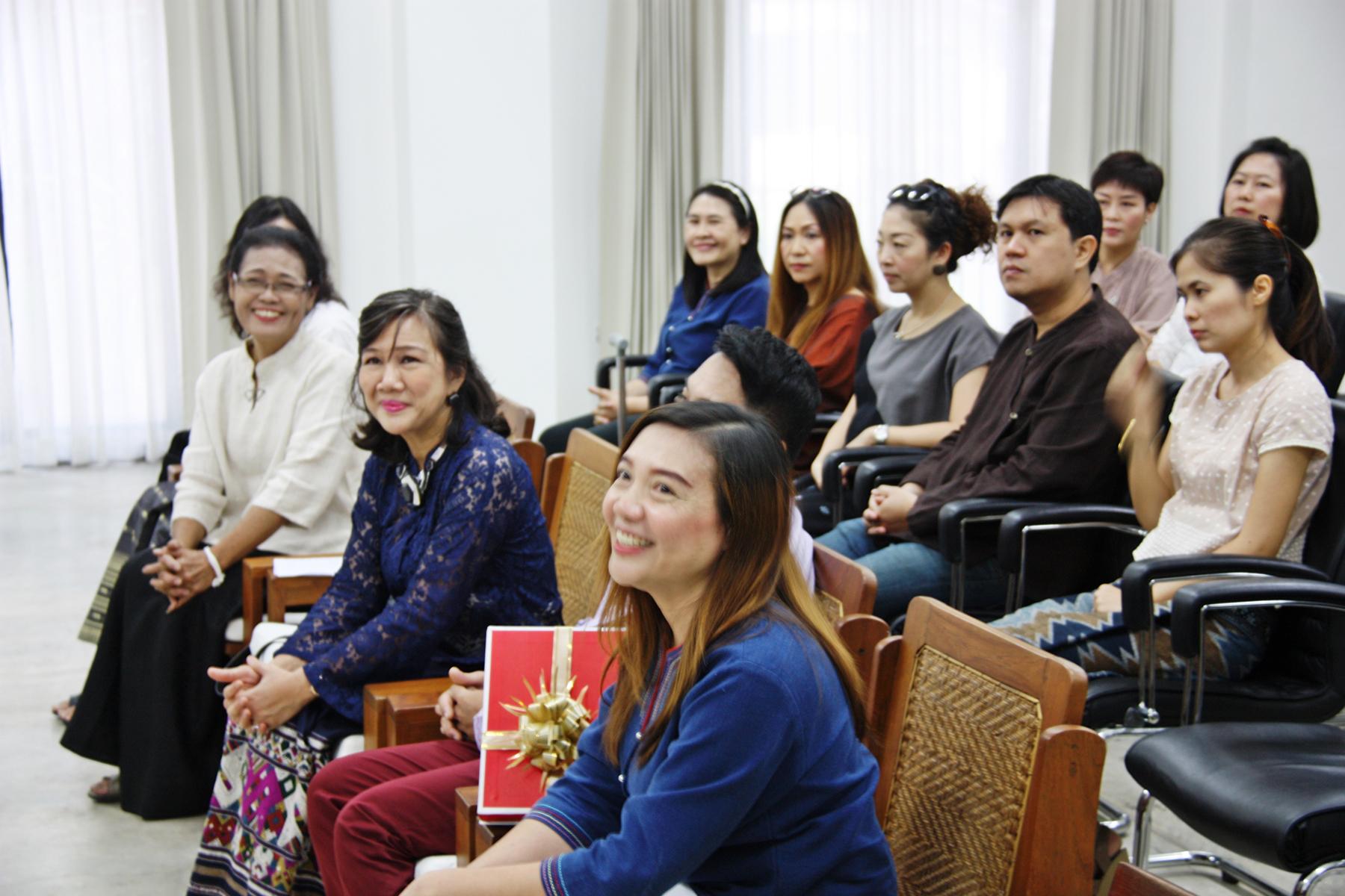 """งานมุทิตาจิตแก่ผู้เกษียณอายุราชการ ประจำปี 2560 """"นางรุจิรา คอทอง"""" เลขานุการสำนักส่งเสริมศิลปวัฒนธรรม มหาวิทยาลัยเชียงใหม่ ในวันพฤหัสบดีที่ 31 สิงหาคม 2560"""