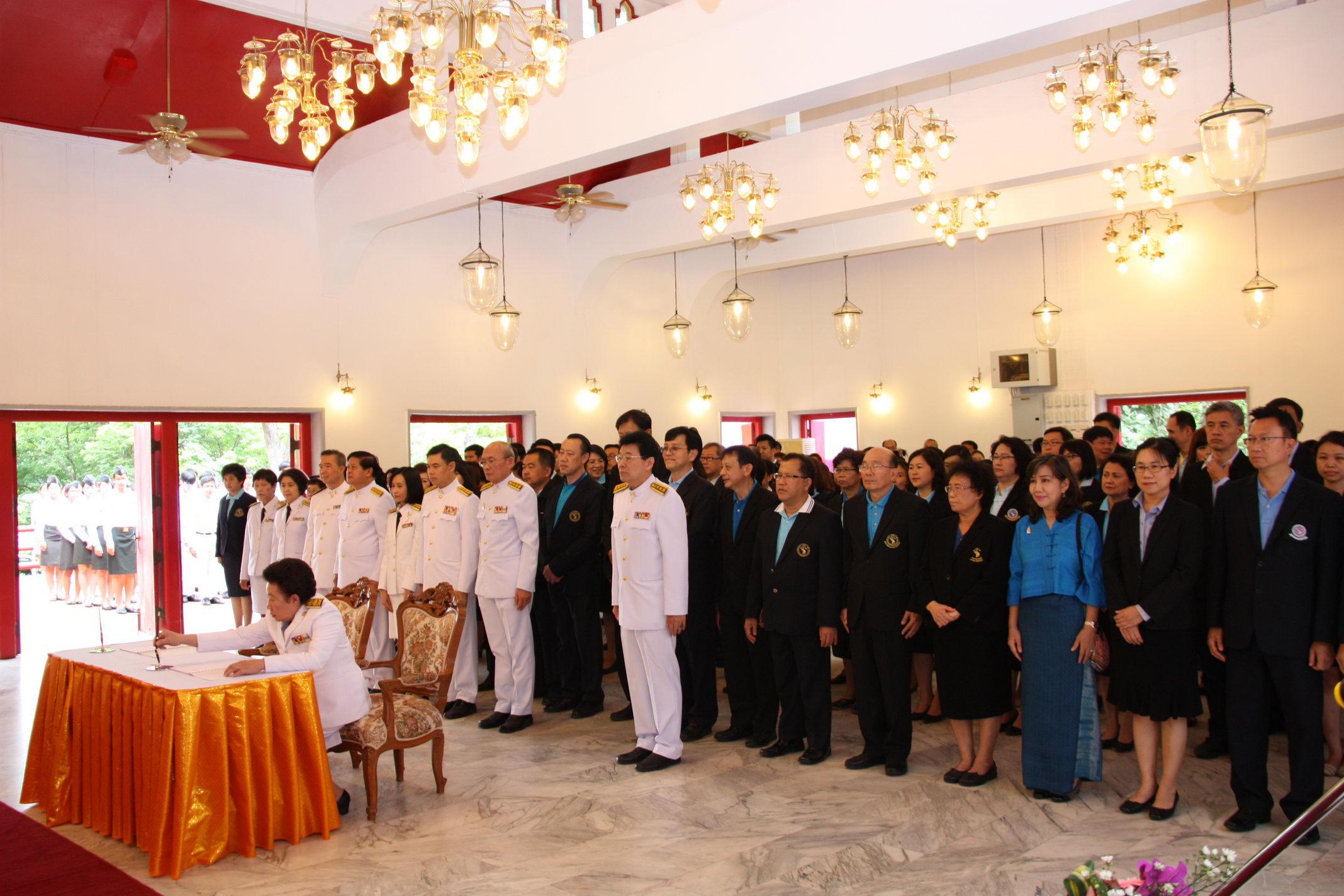 ร่วมพิธีลงนามถวายพระพรชัยมงคลและถวายราชสดุดี สมเด็จพระนางเจ้าฯ พระบรมราชินีนาถ เนื่องในโอกาสที่ทรงมีพระชนมายุครบ 84 พรรษา (12 สิงหามหาราชินี)