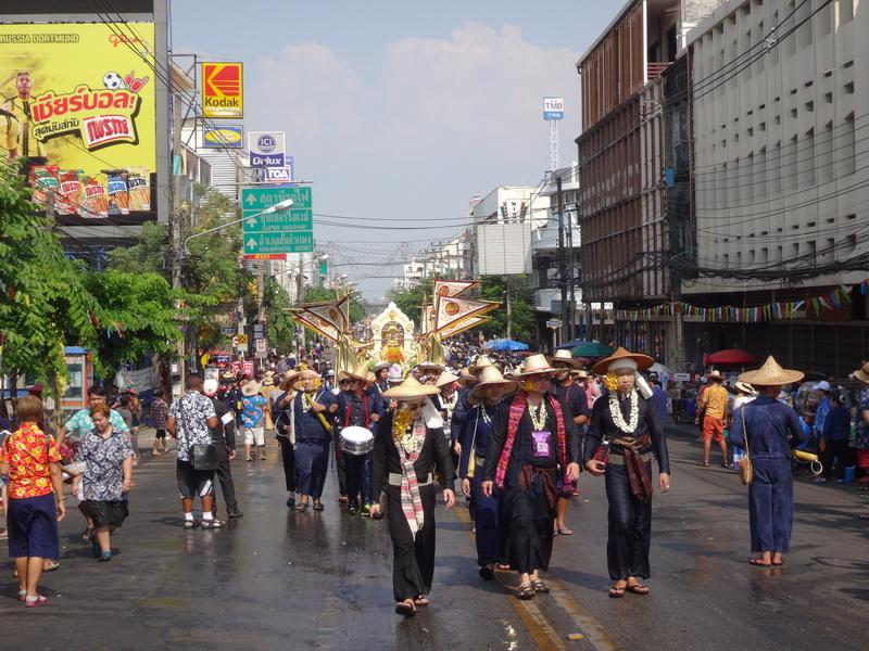 ขบวนแห่สรงน้ำพระพุทธรูปสำคัญของมหาวิทยาลัยเชียงใหม่